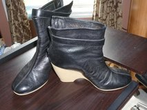 Aerosoles black leather booties in Fort Bragg, North Carolina
